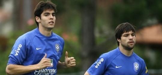 Diego y Chiellini por Kaká