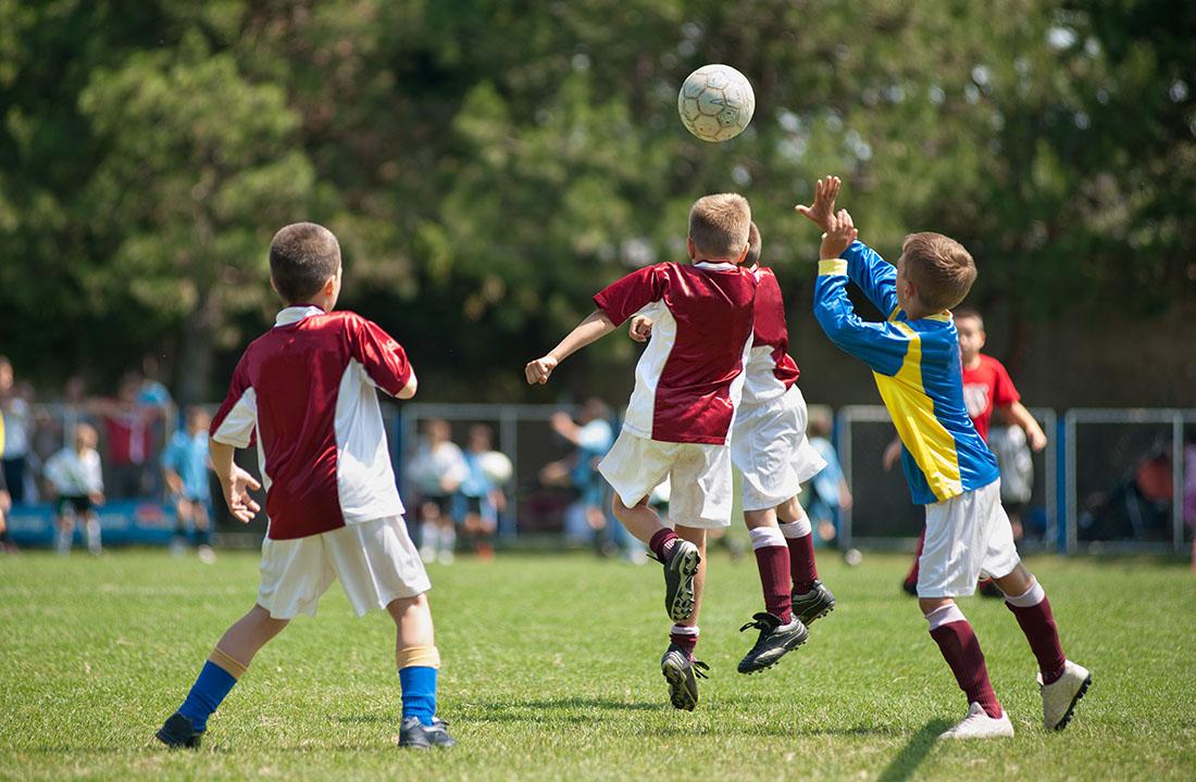 «Los niños no deberían dar cabezazos a un balón de fútbol hasta cumplir los 18 años»